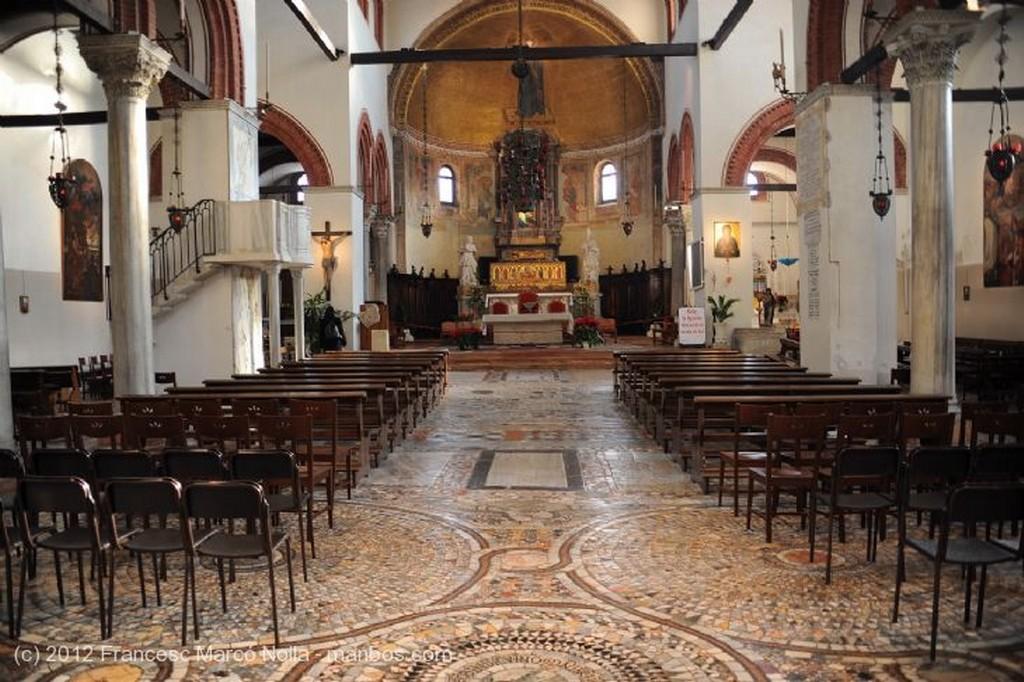 Murano Interior de la Iglesia Venecia