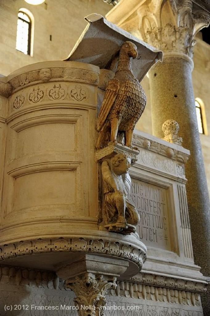 Bari Cripta de la Catedral Apulia