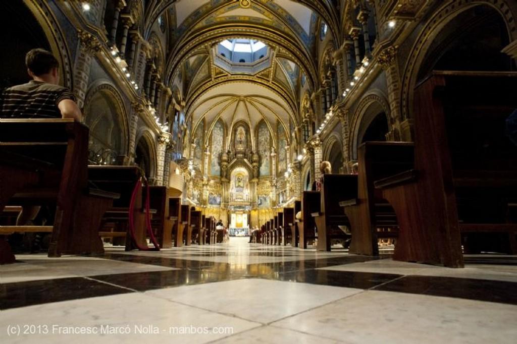 Monasterio de Montserrat La Virgen de Montserrat Barcelona