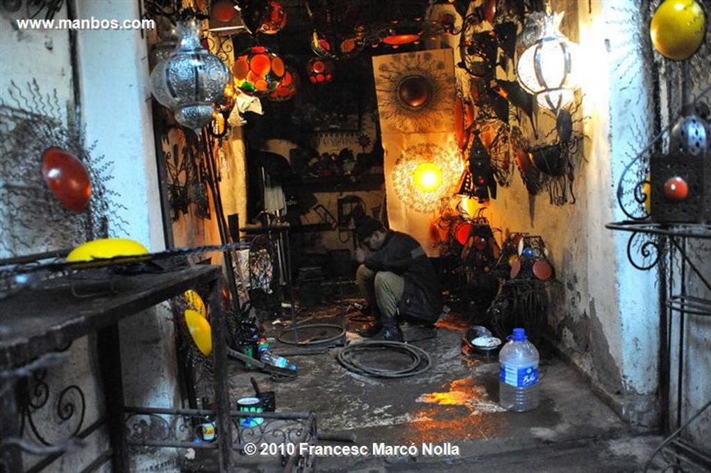 Marruecos  artesanos del zoco-marrakech Marruecos