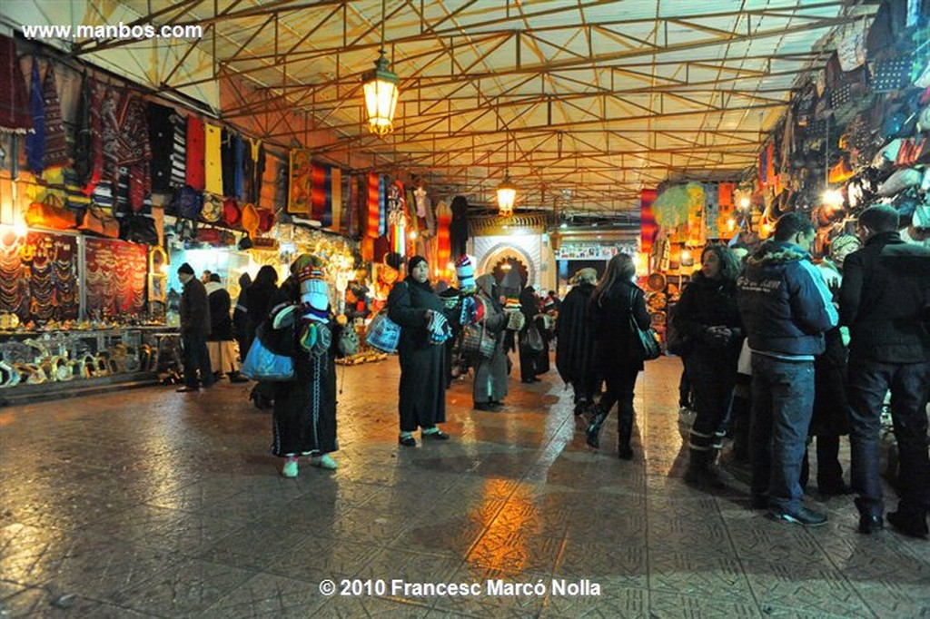 Marruecos  comerciantes del zoco-marrakech Marruecos