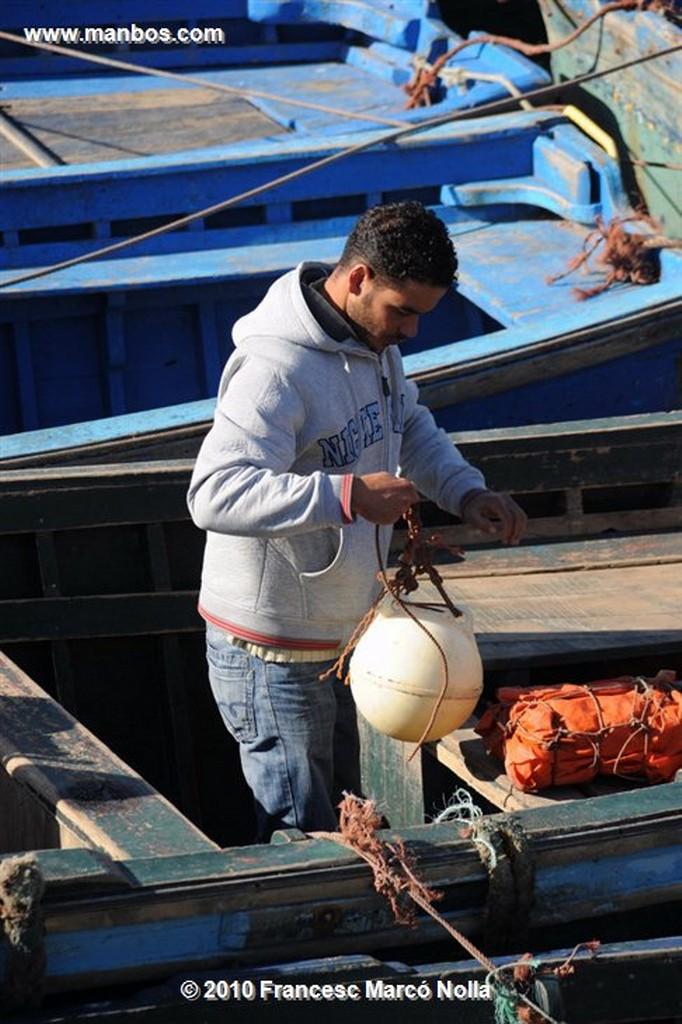 Marruecos  areglando las redes- esaouira Marruecos