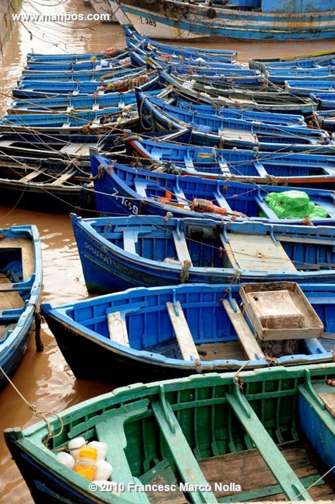 Marruecos  barcas en el puerto- esaouira Marruecos