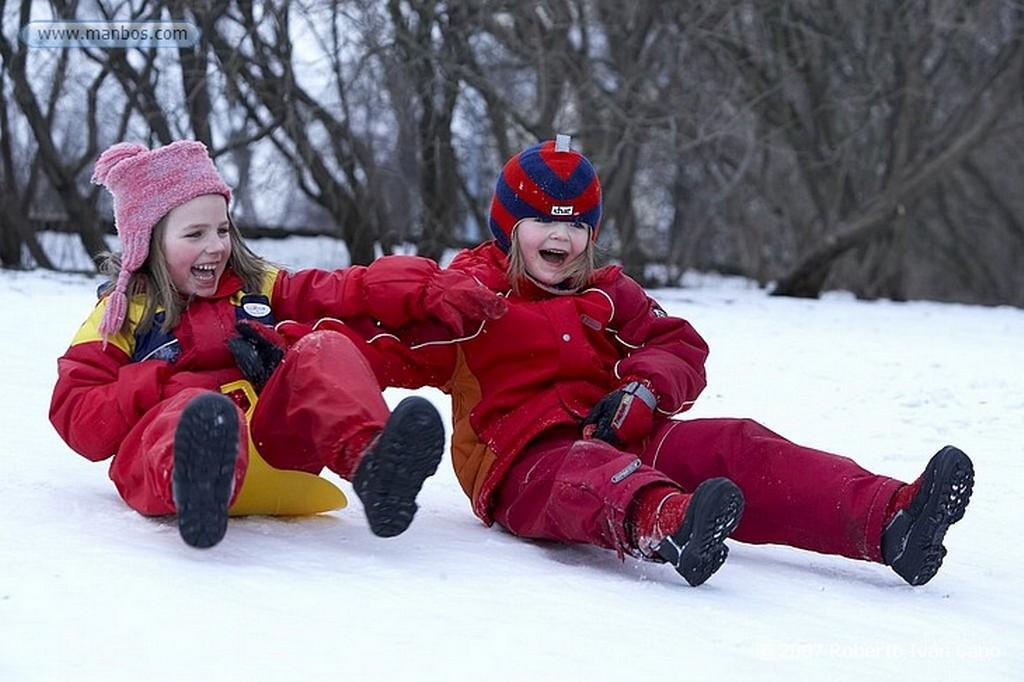 Helsinki Niños jugando en hielo Helsinki