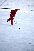 Foto de Helsinki, Finlandia - Niños jugando en hielo