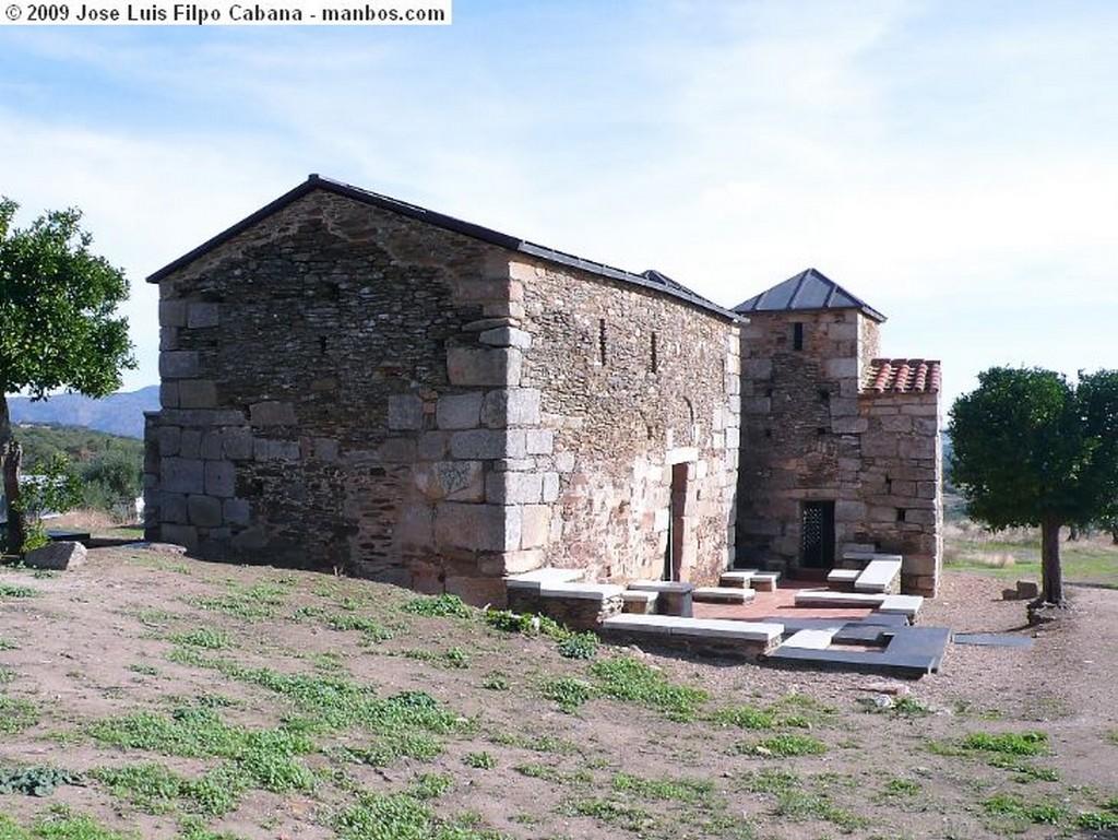 Alcuescar El Trampal-Fachada sur del crucero Caceres