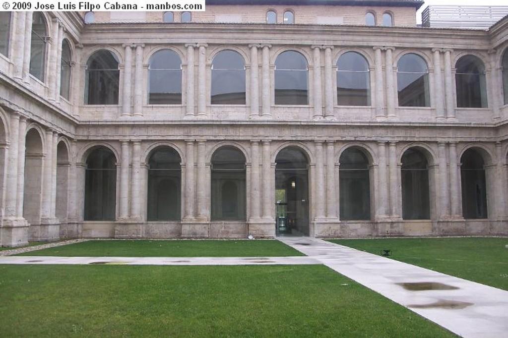 Foto de Valladolid, Real Monasterio de San Benito, España - Patio de los Reyes