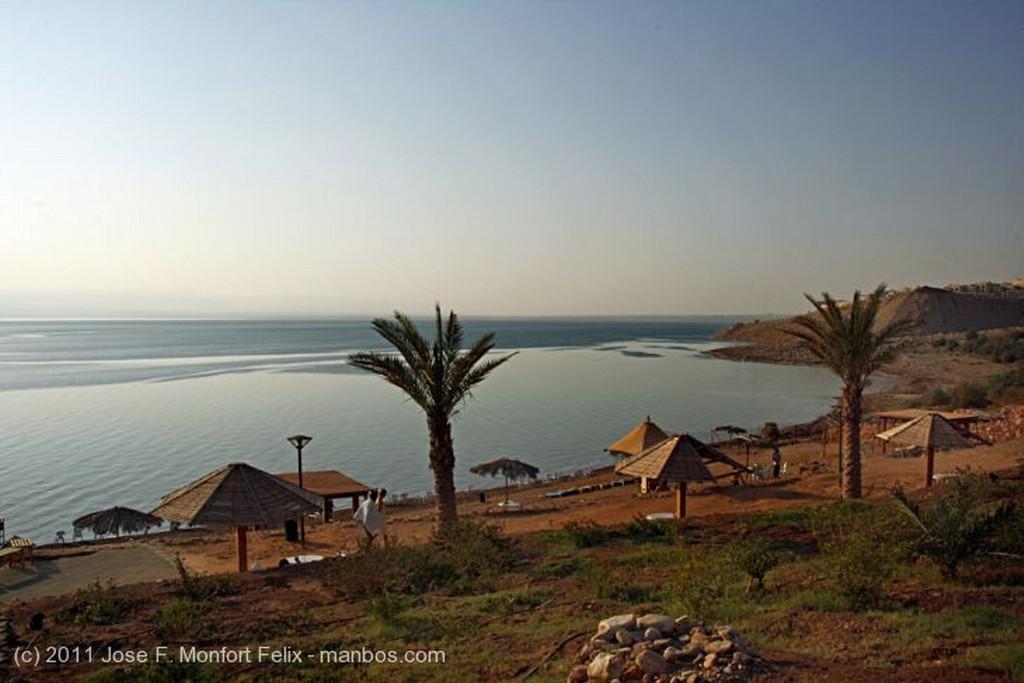 Mar Muerto Gris casi oscuro Jordania