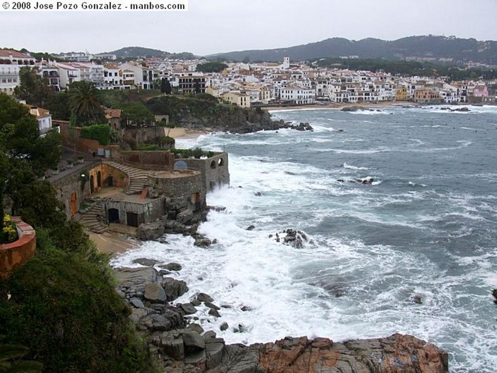 Sant Marti Vell Geranios Bajo la Lluvia Girona