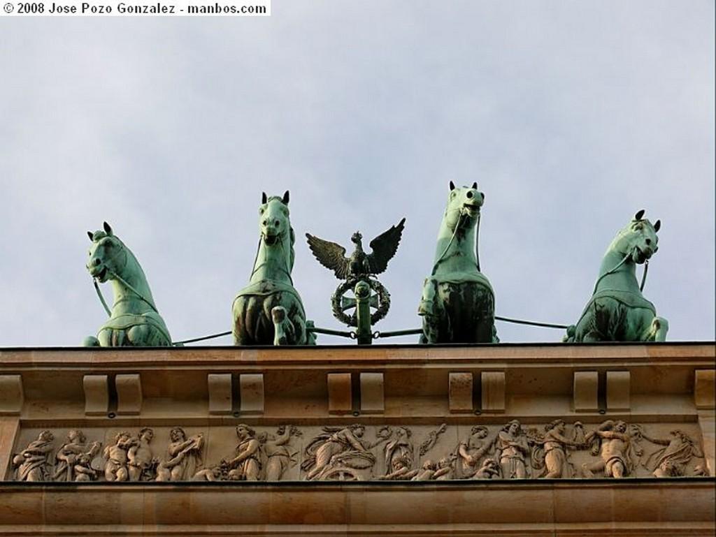 Foto de Berlin, Brandenburg Tor, Alemania - Puerta de Brandenburgo