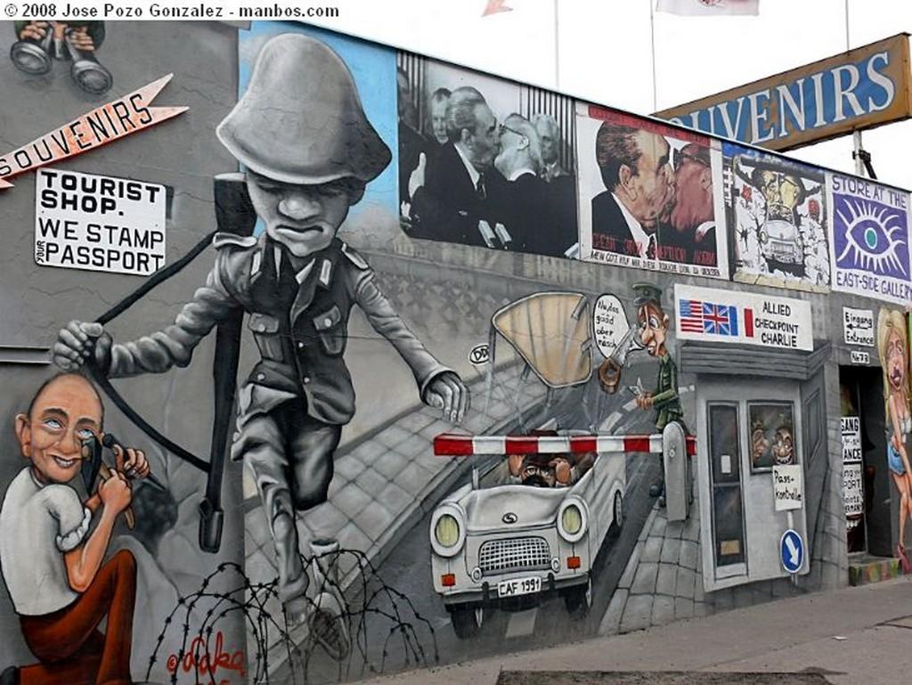 Foto de Berlin, East Side Gallery Muhlen Strasse, Alemania - Souvenirs del Muro