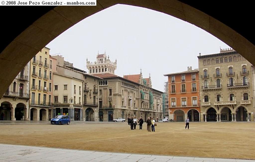 Sitges Iglesia farolas y estatua Barcelona