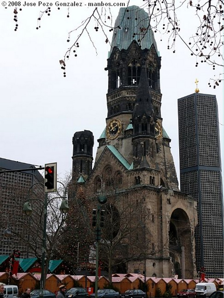 Berlin Escultura con Catedral Berlin