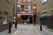 Photo of London, Covent Garden, United Kingdom - Pub Lamb & Flag Londres