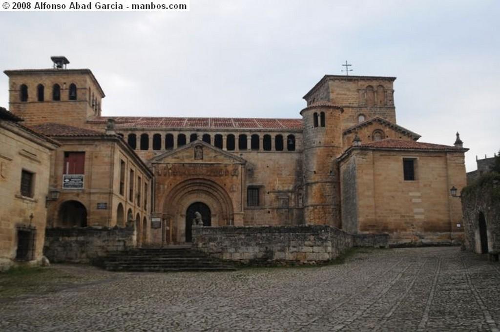 Santillana del mar Entrada a Santillana Cantabria