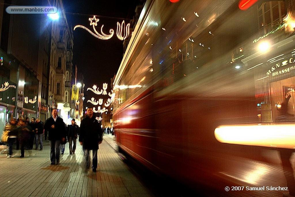 Estambul Uno de los dos puentes colgantes del Bósforo, que une Europa y Asia Estambul