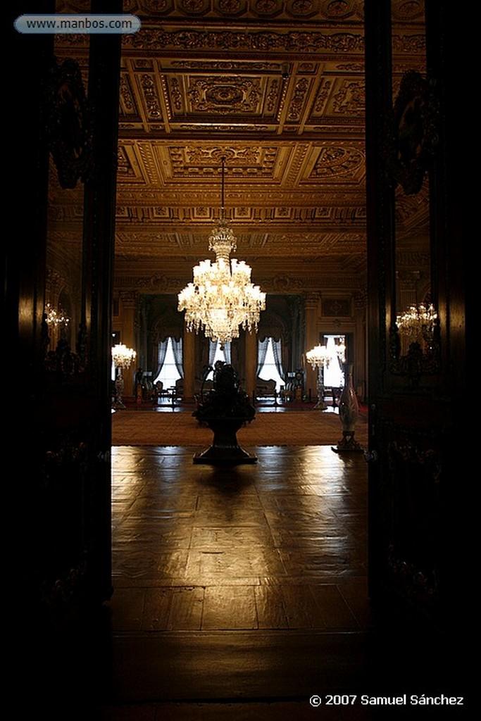 Estambul Lámpara en el interior del Palacio de Dolmabahce Estambul