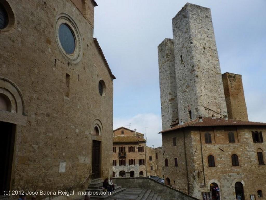 San Gimignano Escalinata del Palazzo Comunale Siena
