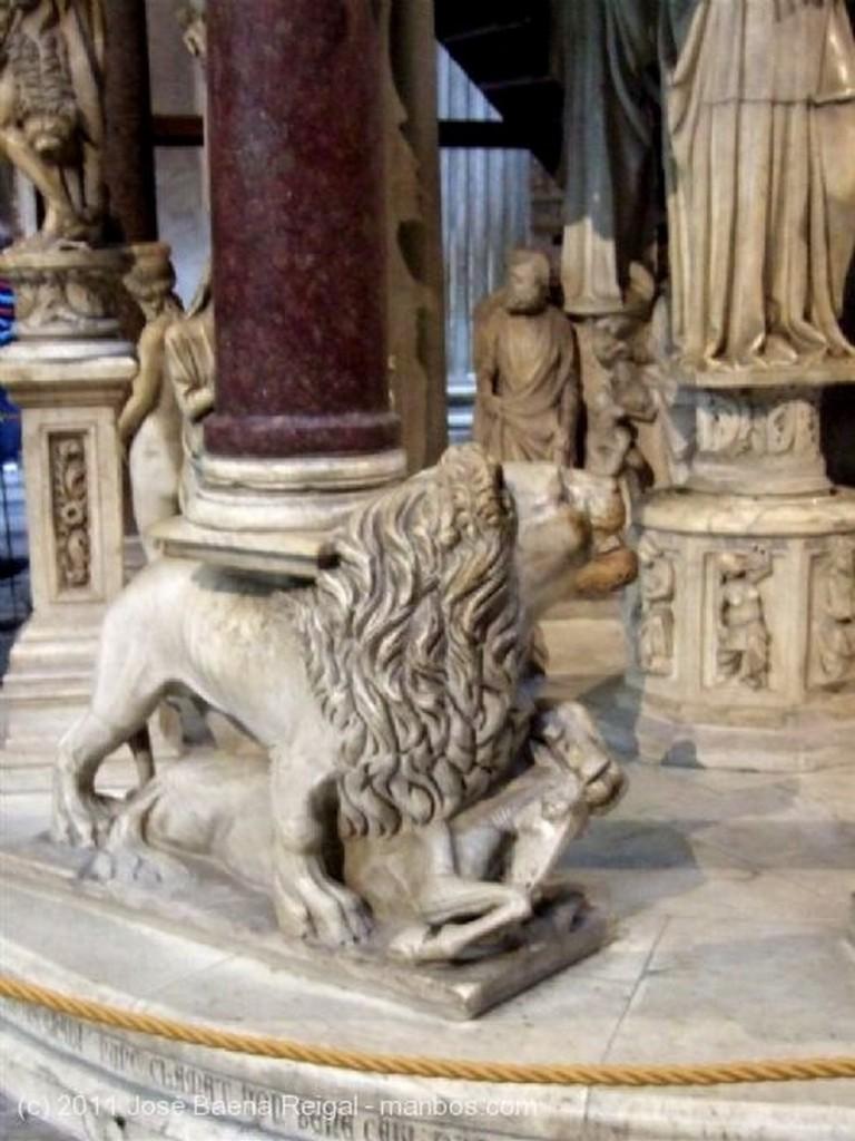 Pisa Pulpito de Giovanni Pisano Toscana