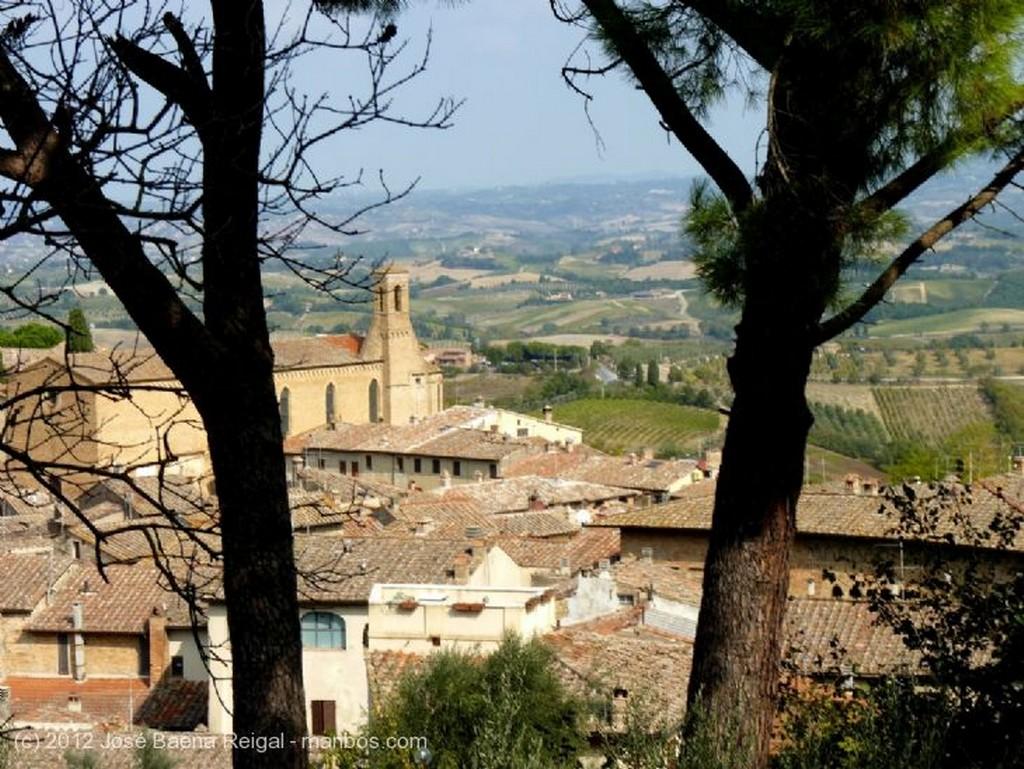 San Gimignano Putti Siena