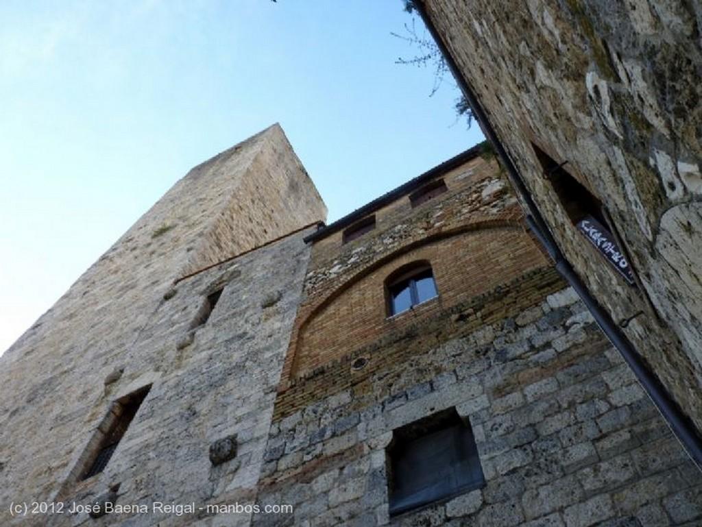 San Gimignano Arcada como contrafuerte Siena