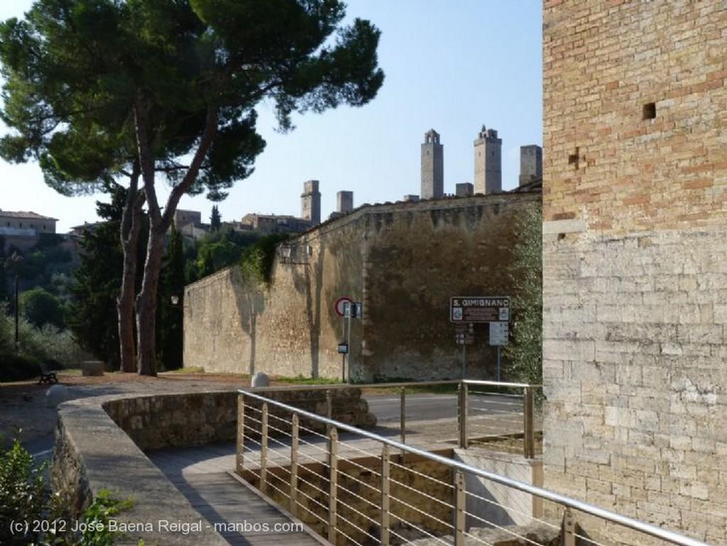 San Gimignano Entre piedras y olivos Siena