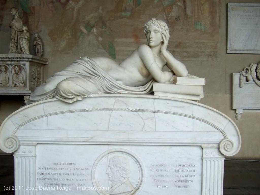 Pisa Sarcofagos Toscana
