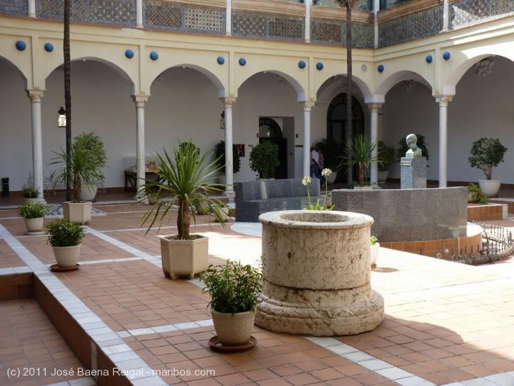 Malaga Galerias del claustro Malaga