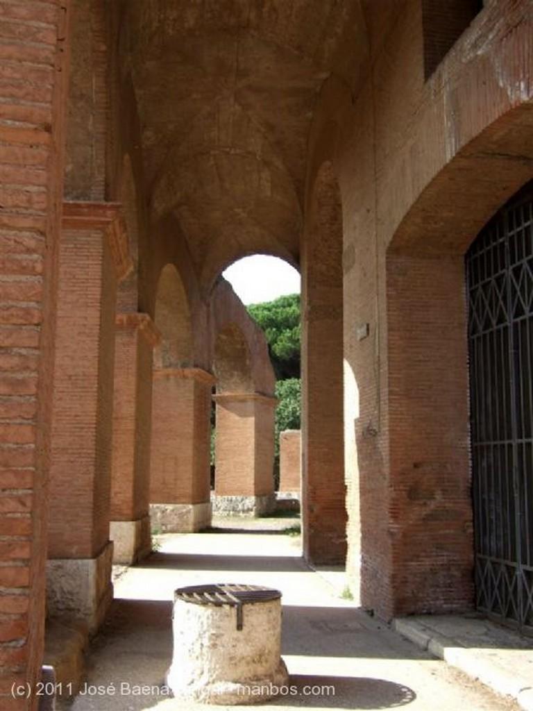 Ostia Antica Fachada del Teatro Roma