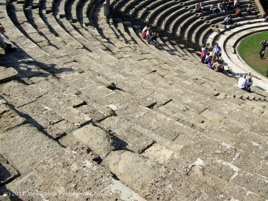 Ostia Antica Mas estudiantes que turistas Roma