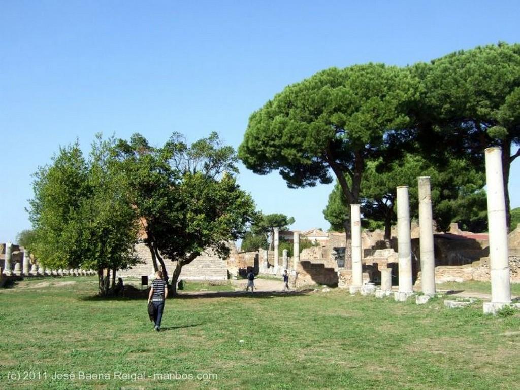 Ostia Antica Foro y Capitolio Roma