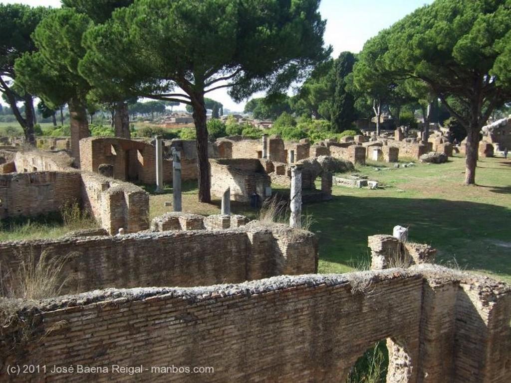 Ostia Antica  Casa del Larario Roma