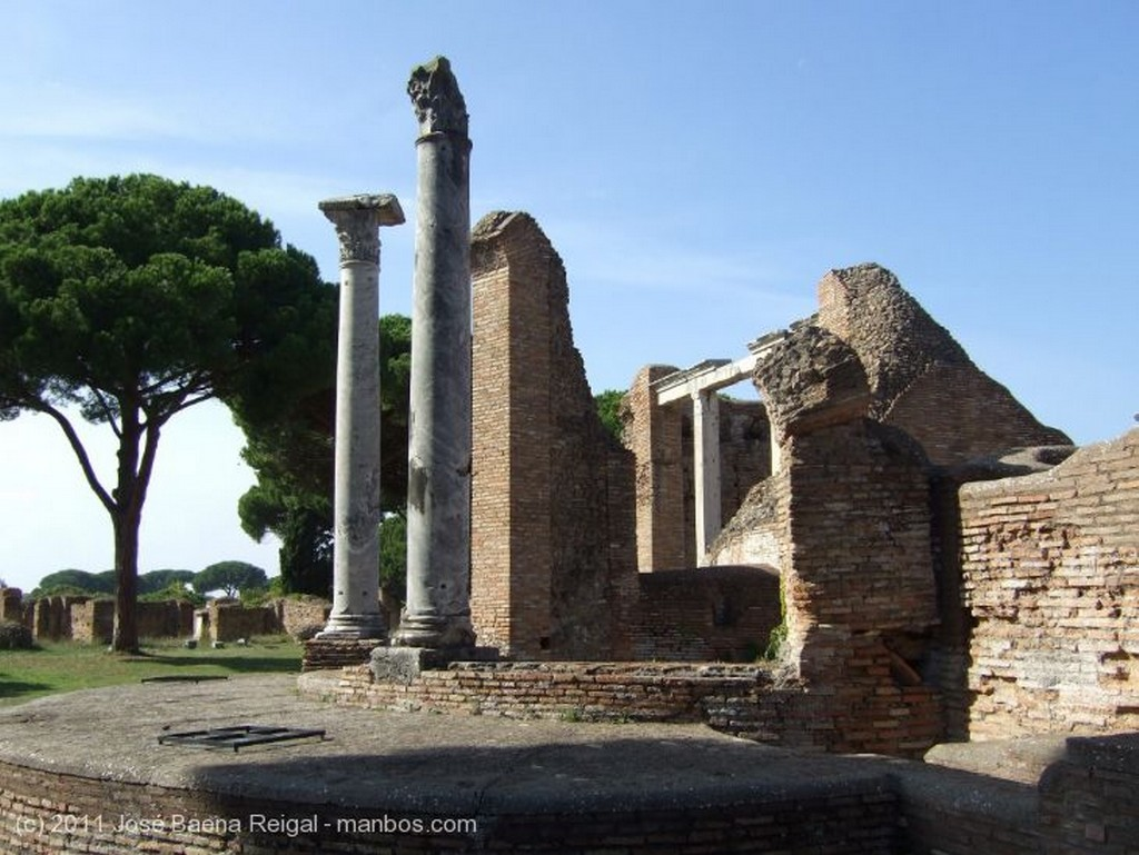 Ostia Antica Ladrillos y pinos Roma