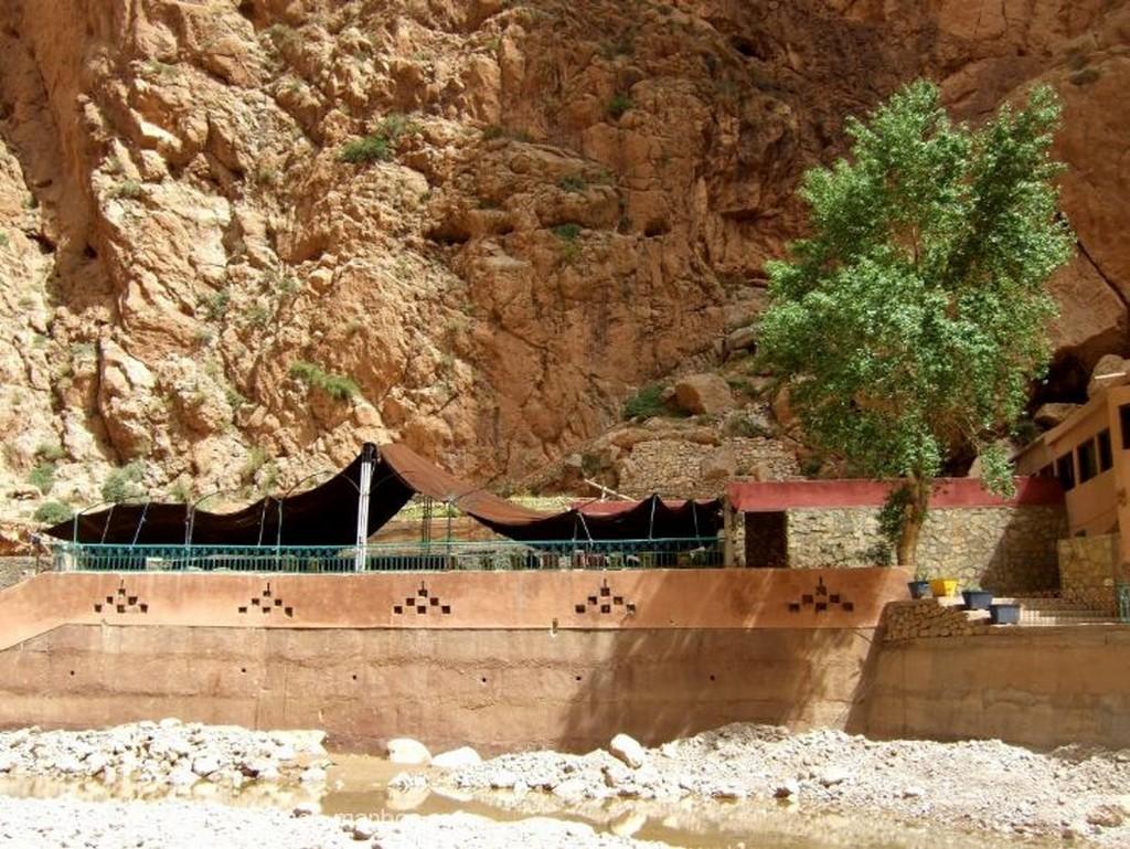 Gargantas del Todra Chiquillos junto al agua Ouarzazate