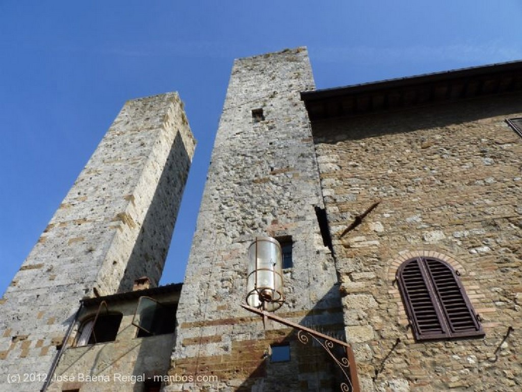 San Gimignano Palazzo Comunale y Arco dei Becci Siena