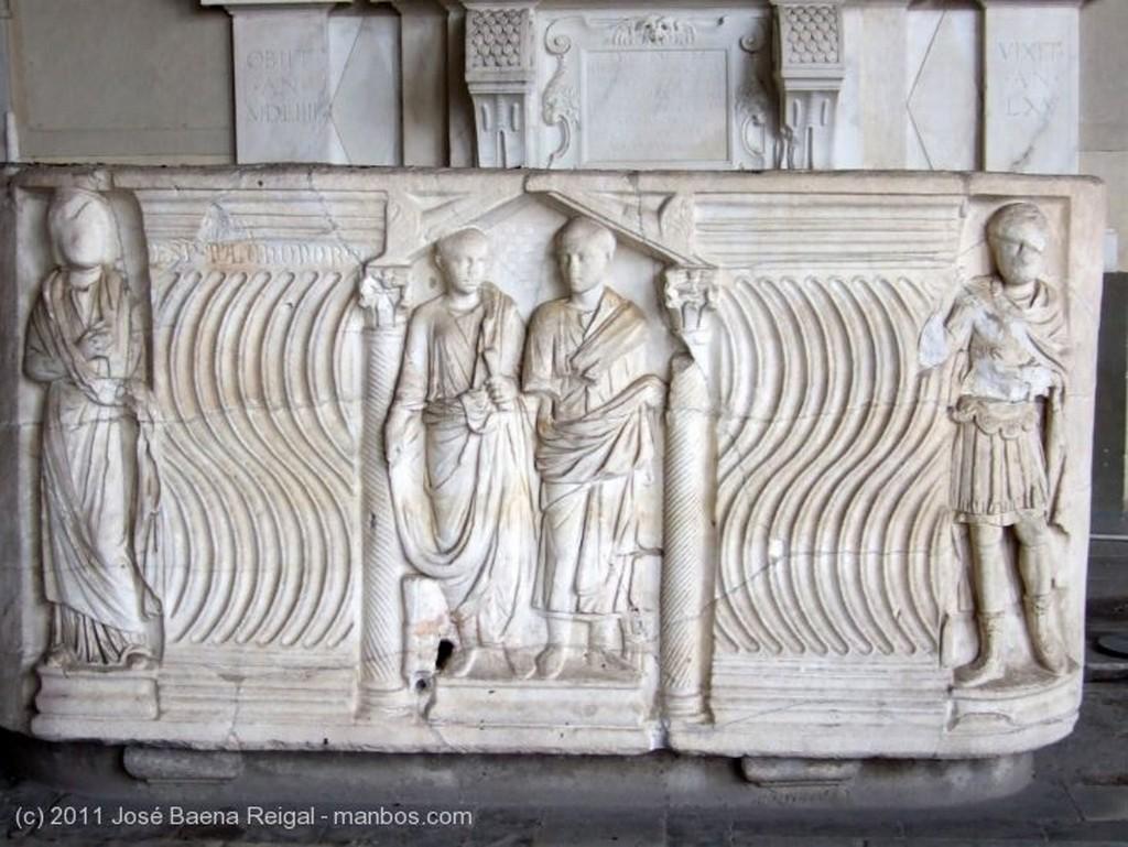 Pisa Arcadas del claustro Toscana