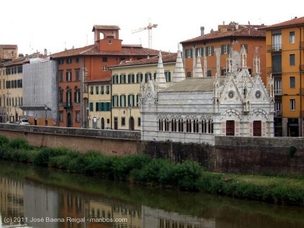 Pisa Lungarno Pecinotti Toscana