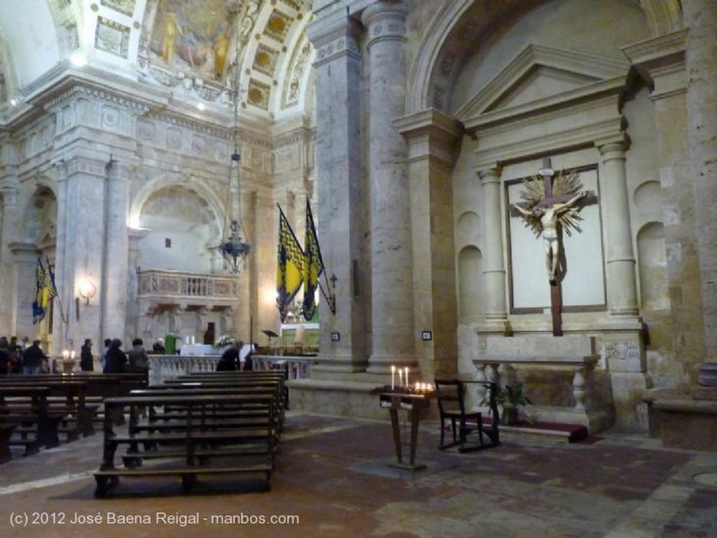 Montepulciano Bovedas y pilastras Siena
