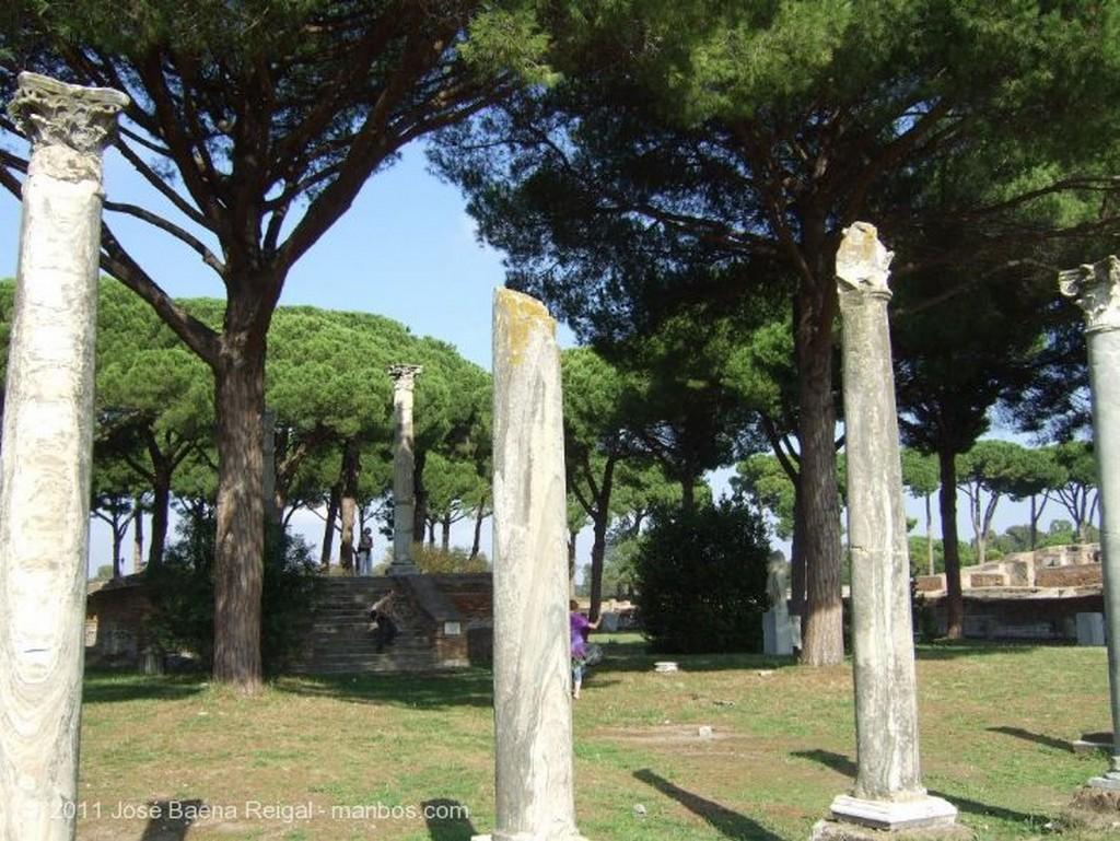 Ostia Antica Podium de la escena Roma