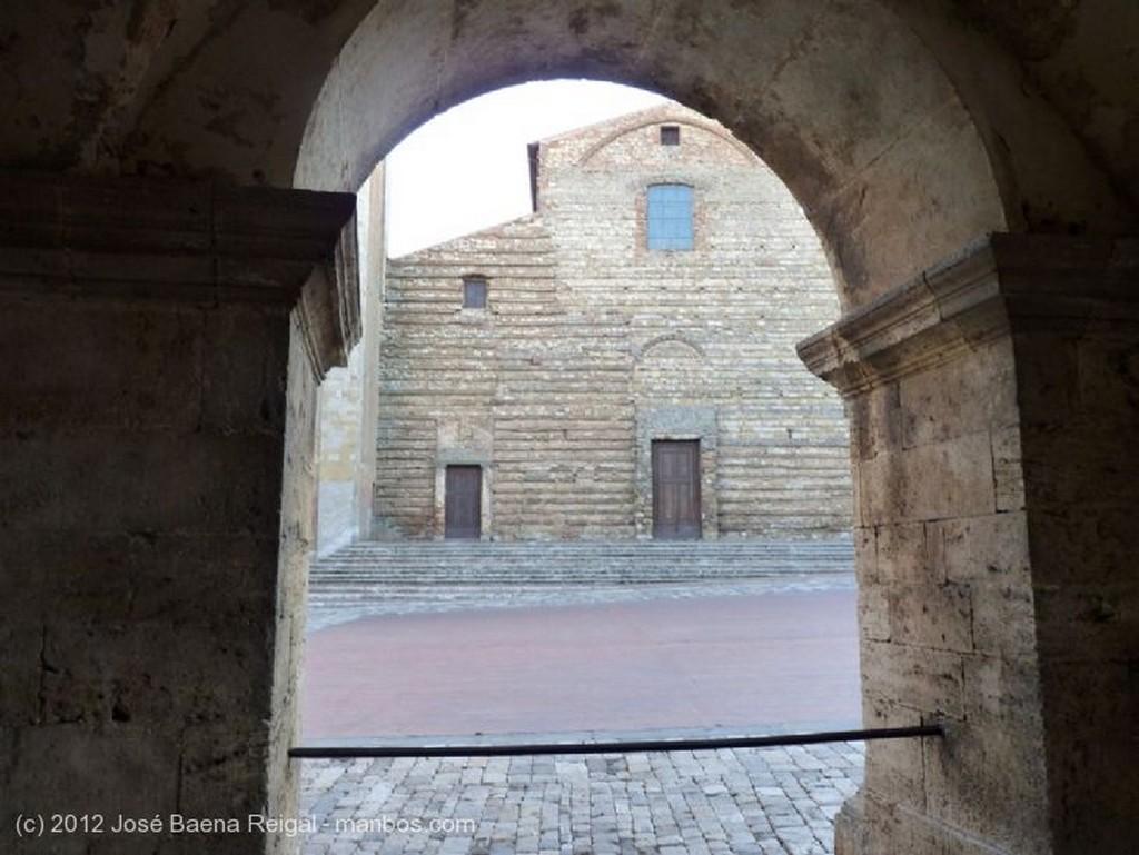 Montepulciano Torre del Duomo Siena