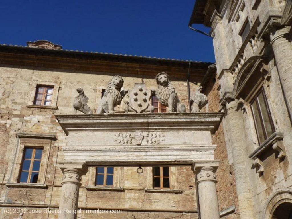 Montepulciano Al sol de octubre Siena