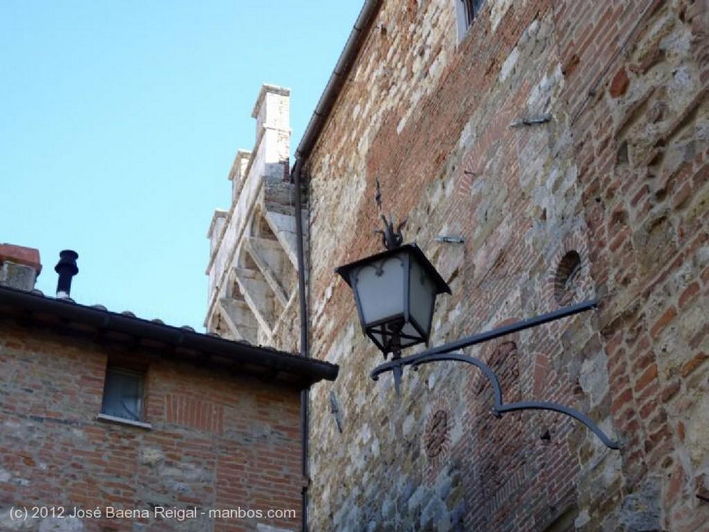 Montepulciano Sobre las colinas Siena