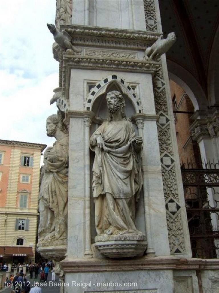 Siena Pilares frontales Toscana