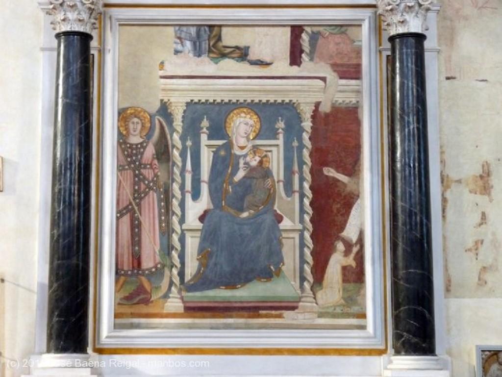 San Gimignano Capilla lateral Siena