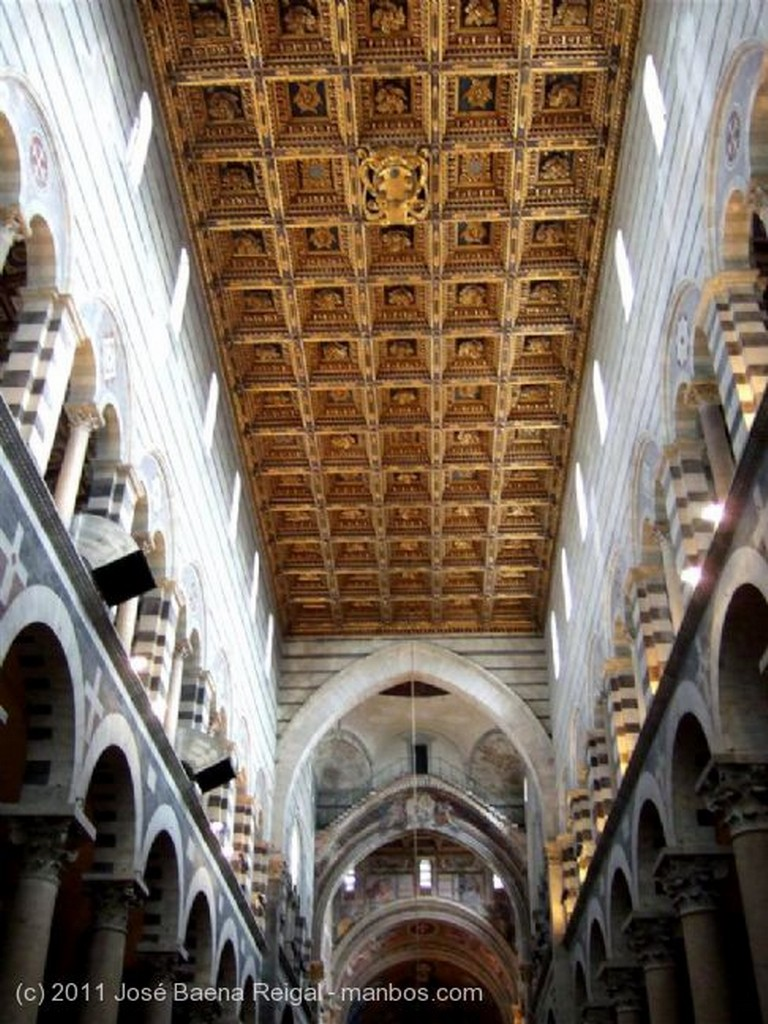 Pisa Pila del agua bendita Toscana