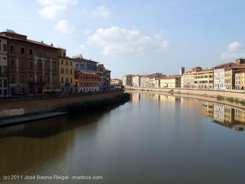Pisa Calle con arco Toscana