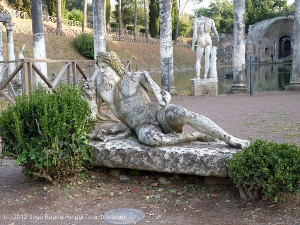 Villa Adriana Explanada del Canopo Roma
