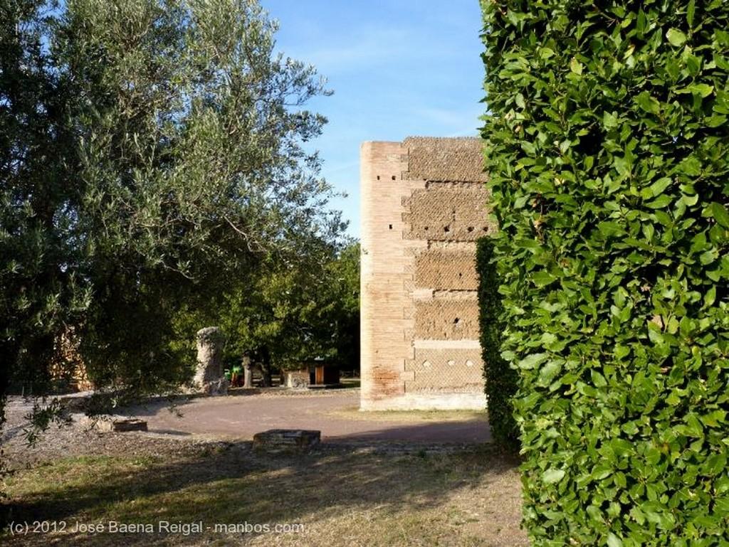 Villa Adriana Puerta Principal Roma