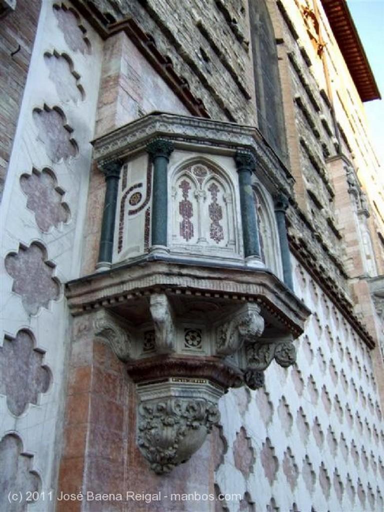 Perugia Arcadas goticas Umbria