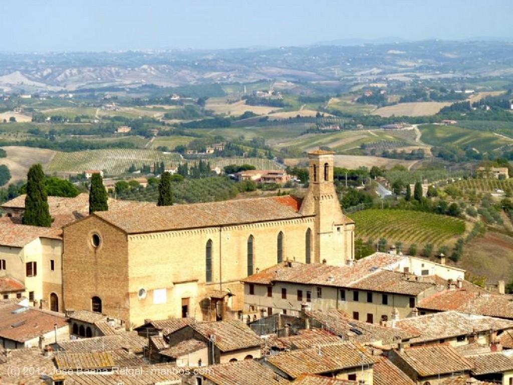 San Gimignano Puerta en la muralla Siena